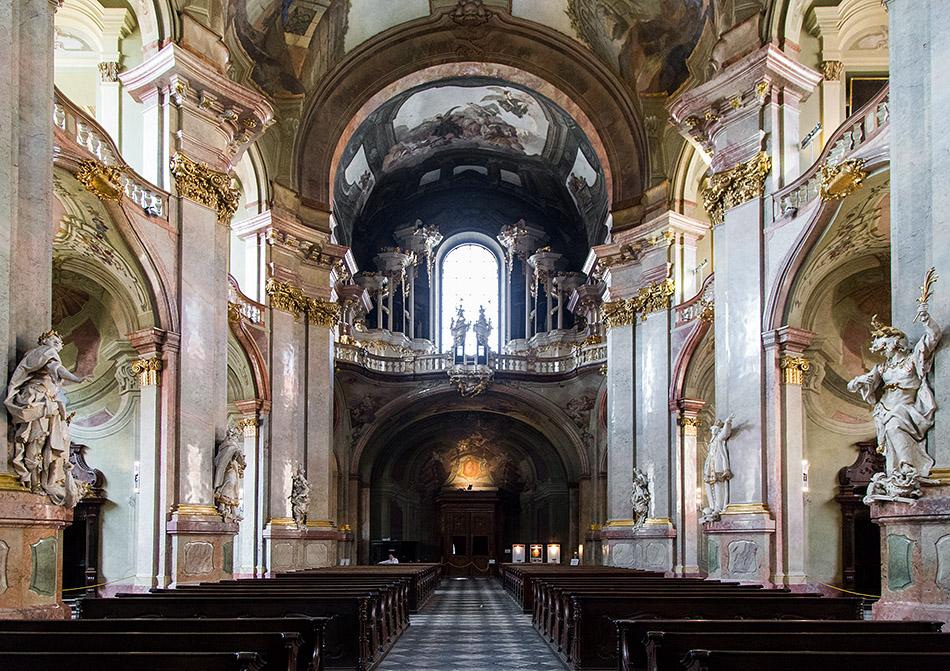 Fabian Frählich, Prag, St. Nikolaus auf der Kleinseite, Eingang und Orgel