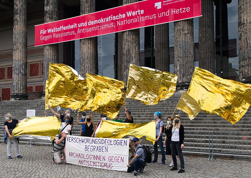 Berlin, Museen und Corona, Demonstration gegen Antisemitismus und Verschwörungserzählungen am Alten Museum