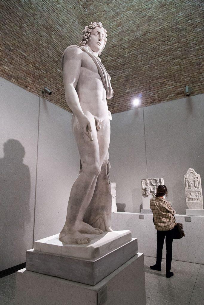 Berlin, Museen und Corona, Neues Museum, kolossal-Statue des Helios