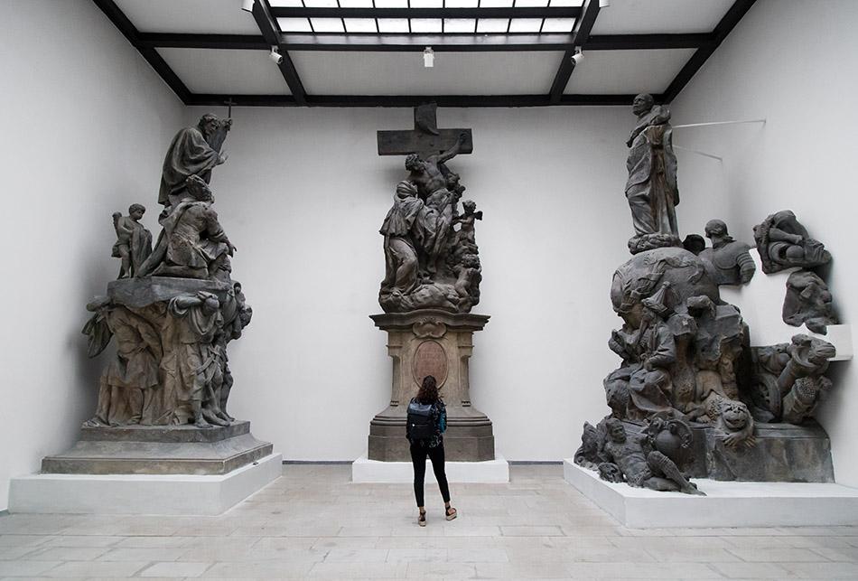 Fabian Fröhlich, Prag, Lapidarium des Nationalmuseums, Skulpturen von der Karlsbrücke