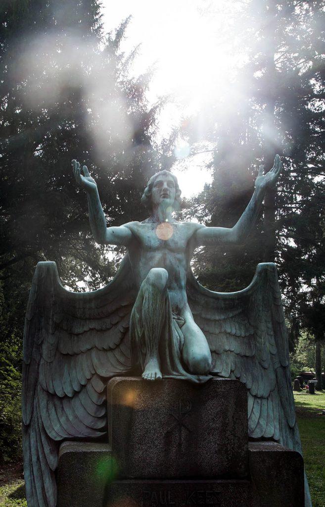Fabian Fröhlich, Stuttgart, Pragfriedhof, Grab mit Engel