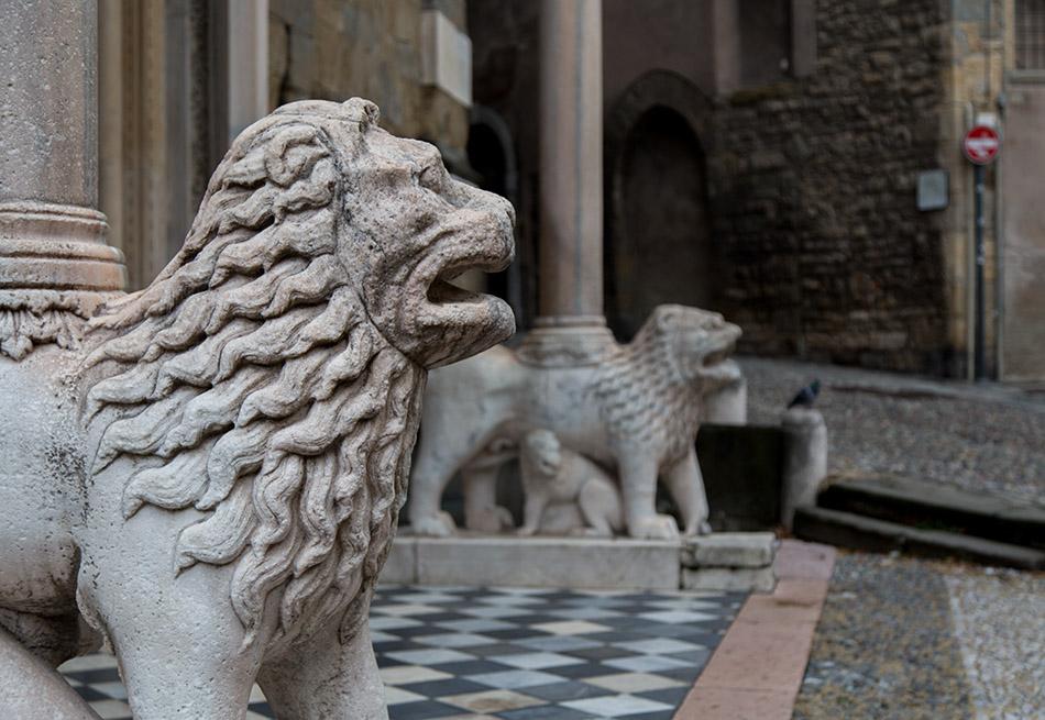 Fabian Fröhlich, Bergamo, Città Alta,Basilica di Santa Maria Maggiore, Porta dei Leoni bianchi